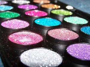 cosmetics-fashion-glitter-make-up-makeup-makeup-palette-Favim.com-55713