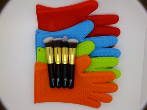 RC Cosmetics Brush Cleaning glove